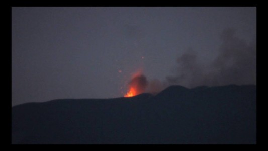 Etna's Voragine in action, 24-25 May 2016